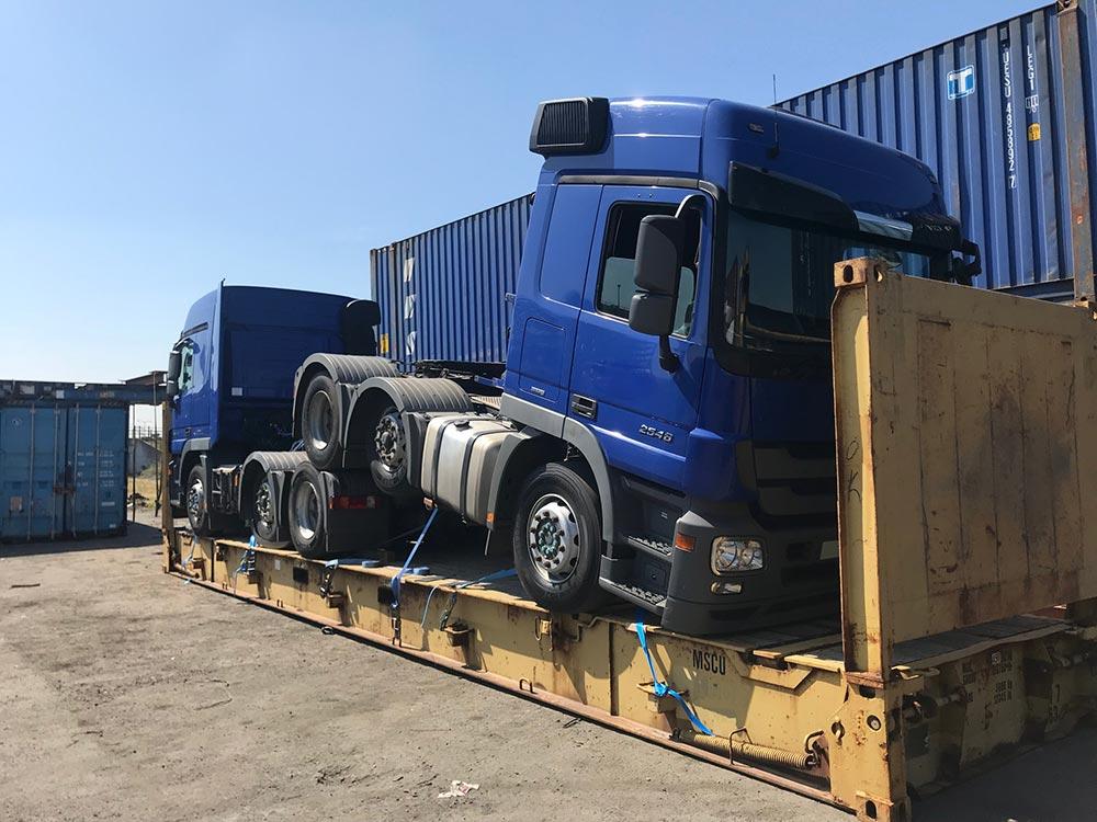 trucks port shipping